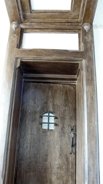 дверь в историческом стиле